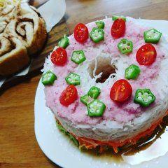 さーさーのーはー  サーラサラ  七夕と言う事で  サラダケーキに 星形オクラを 飾ってみた ピンクドレッシング  かわいい  しかも おいしい 大切な油は  信頼できる油で tags[福岡県]