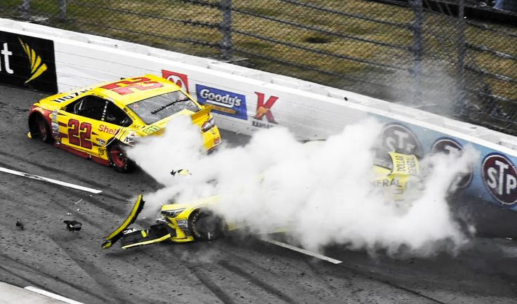 In case you missed it. Matt Kenseth tried to crash Joey Logano through the wall and into the grandstands in the NASCAR race at Martinsville Speedway. Watch here https://racingnews.co/2015/11/01/joey-logano-vs-matt-kenseth-martinsville-speedway/ #mattkenseth