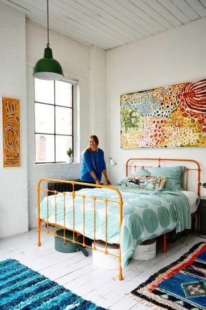 Antigua fabrica reconvertida en Melbourne 11 Cama forja amarilla