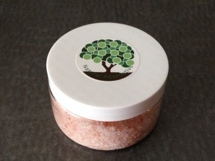 Indulge your senses in this relaxing bath salt!  Himalayan baths salts contain calcium, magnesium, potassium and iron! They also lower blood pressure and remove toxins!  Scented with lavender, clary sage and jasmine! Dissolve in bath and enjoy!  Your welcome <3