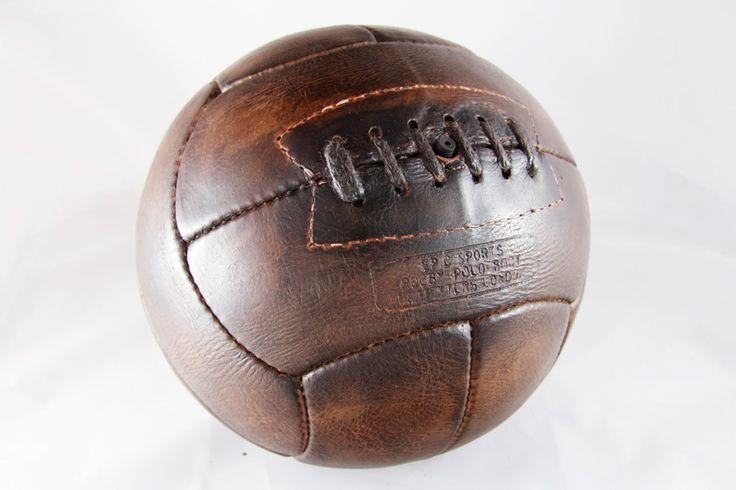 Ancien ballon de foot en cuir foncu00e9 - idu00e9e cadeau : Ben et Flo ...