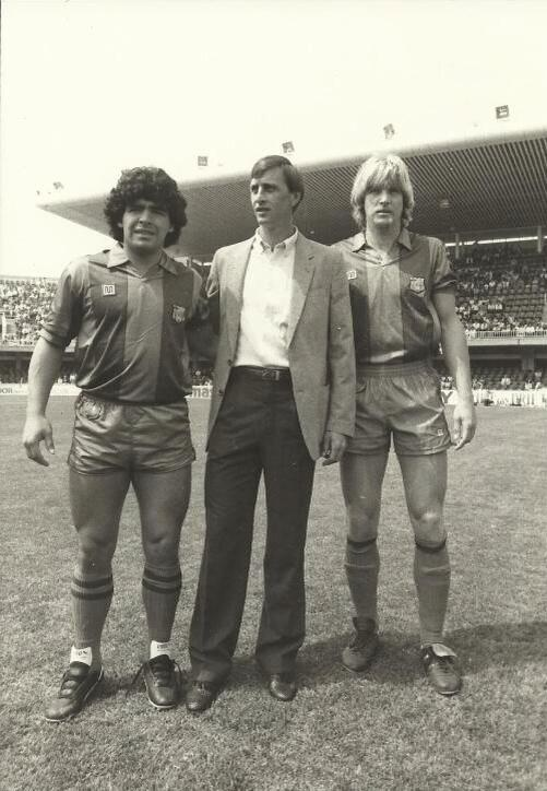 Diego Armando Maradona, ilustre barçargentino, Johan Cruyff y Bernd Schuster. De izquierda a derecha, tres fenómenos.