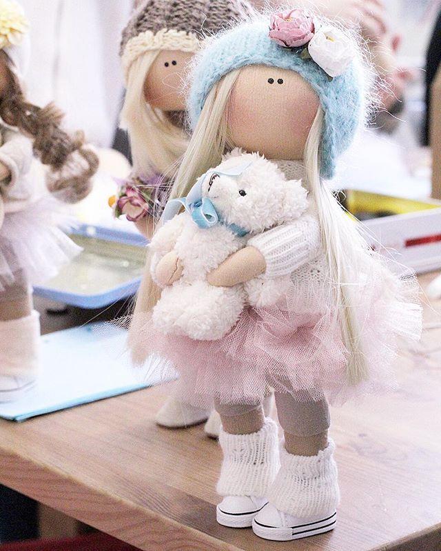 Люблю эту куколку, жалко было расставатьсяНо знаю, что она в хороших руках, да ещё и к подружке уехала