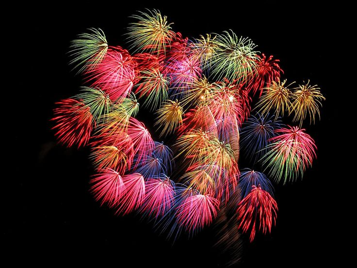 See stunning fireworks like this at the Lake Minnetonka 4th of July celebration!