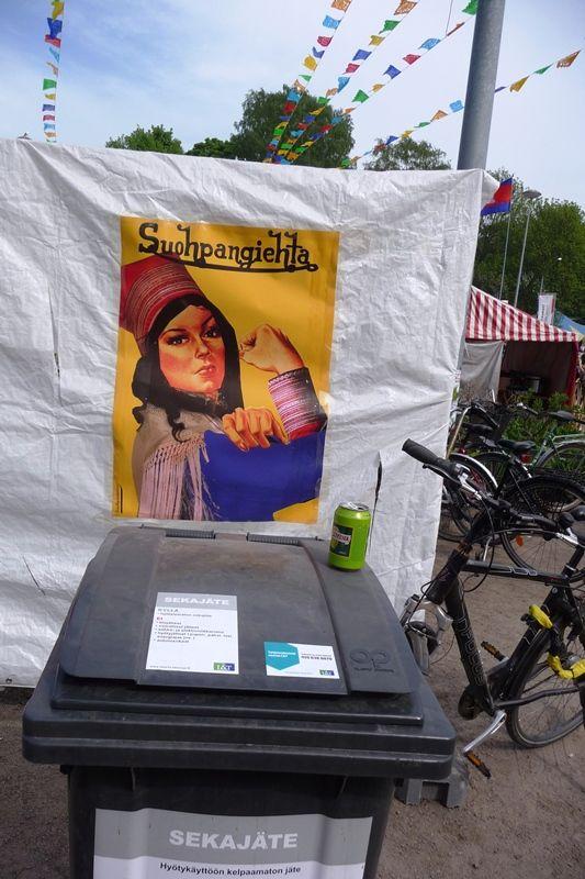 Työtön robotti!: Kamera kuvaa julistetta ja vastarintaa: Suohpanterror ja Maailma kyläss 2