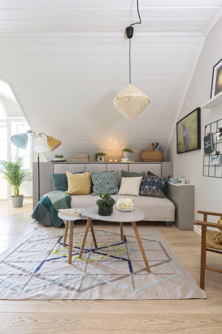 Ide: bruke kjøkkenskap til å lage ryggstøtte/lagring. seng på hjul under - kanskje bruke en større seng slik at det går fra sofa til dobbelseng.   (TV2 - rom123 s2e4)