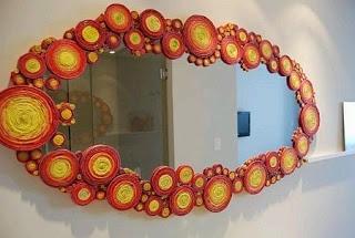 Adoro Artesanato: Molduras de espelhos feitas com jornal. http://www.pinterest.com/luborgesnt/reciclados/