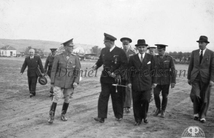 https://flic.kr/p/Jv6fv8 | 17. Mareşalul Ion Antonescu, ministrul Claudius şi profesorul Mihai Antonescu la Chişinău