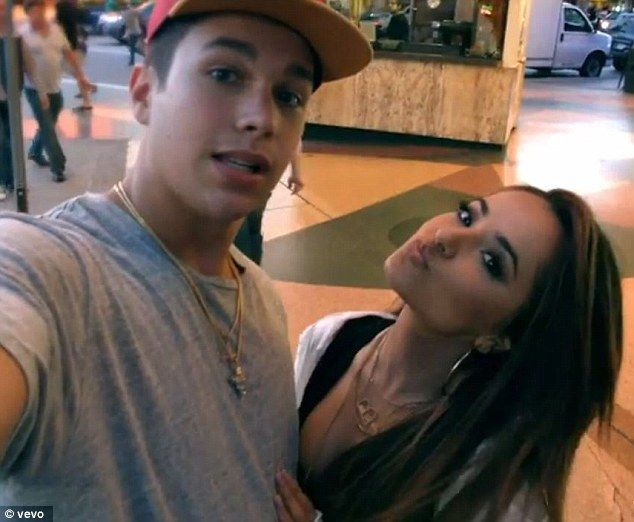 Does becky g dating austin mahone