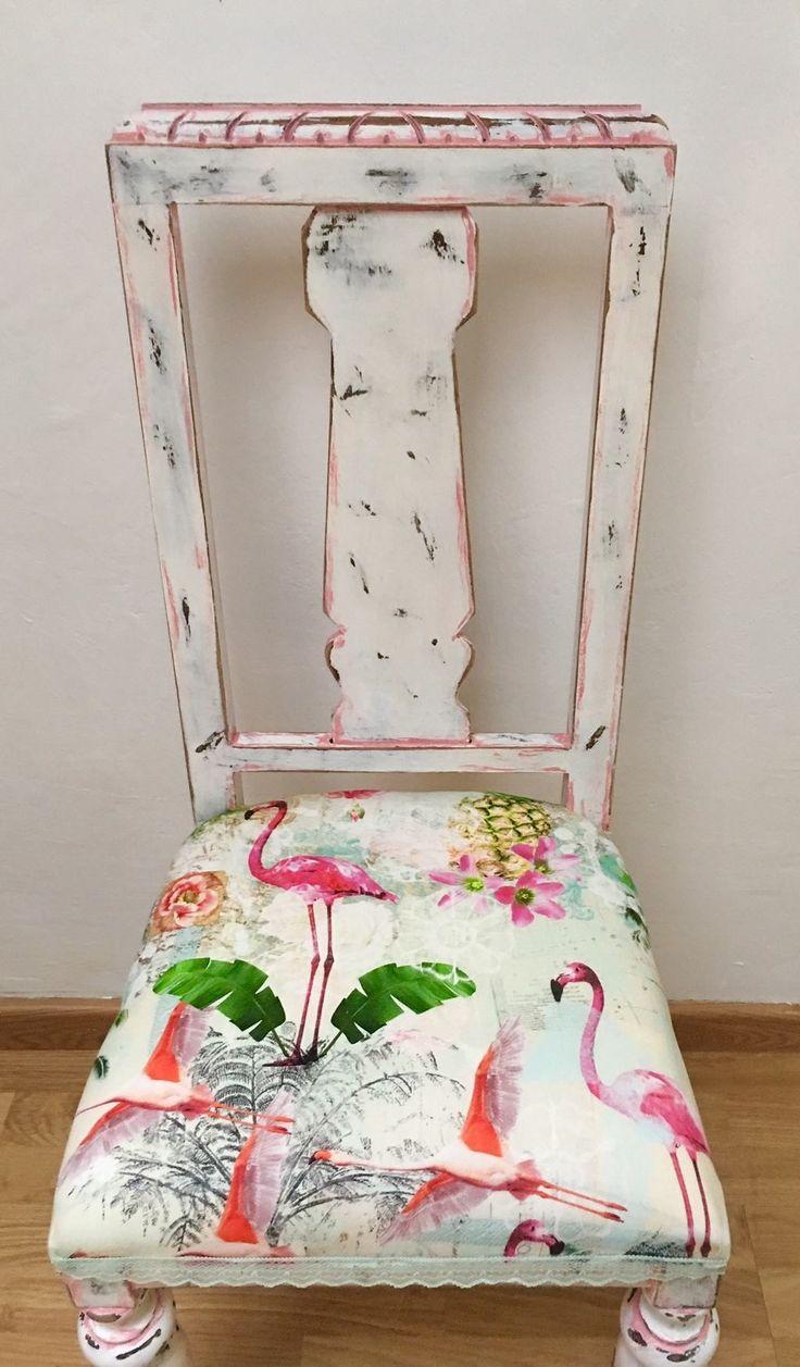 Silla antigua completamente restaurada y pintada a mano. El tapizado es nuevo y el motivo principal son los Flamingos, que le dan a la silla un estilo muy fino por sus colores pastel, remate puntilla verde cálido. … Sigue leyendo →