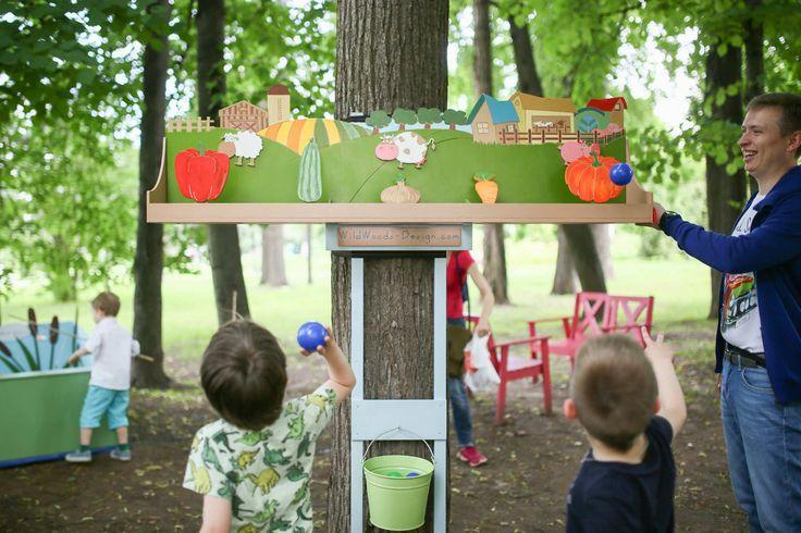 """Один из игровых элементов нашей игровой площадки, которую мы строили в прошлом году для семейного кафе """"АндерСон"""". Тема кафе - Дача! И мы постарались ее раскрыть. Игровая площадка включает множество самых разных активностей и игр на свежем воздухе.  На фото - игра тир """"Овощная грядка"""". Мягким носочком нужно сбить овощ. Незабываемое веселье для взрослых и детей."""