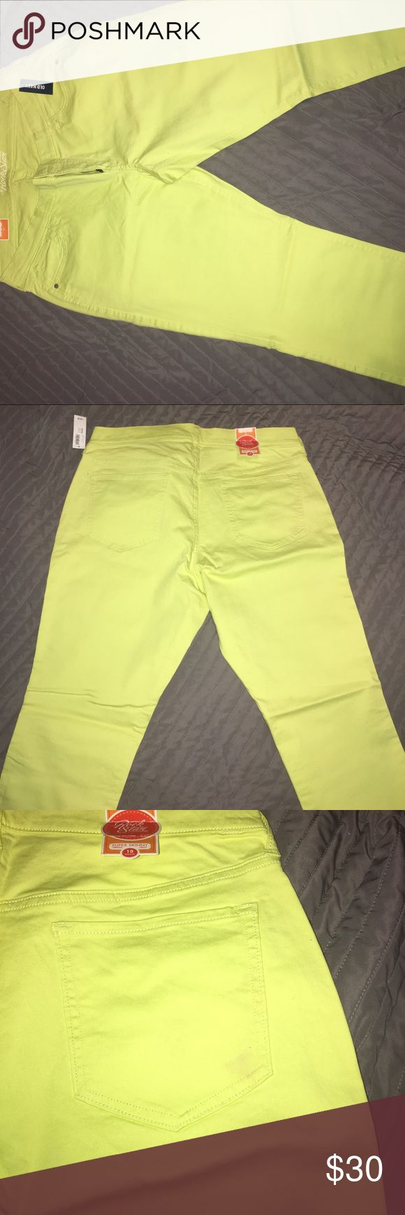 Old Navy Lime Colored Super Skinny Women Pants Lower Rise Stretch Pants has very light spot on right back pocket, that is barely noticeable. Old Navy Pants Skinny