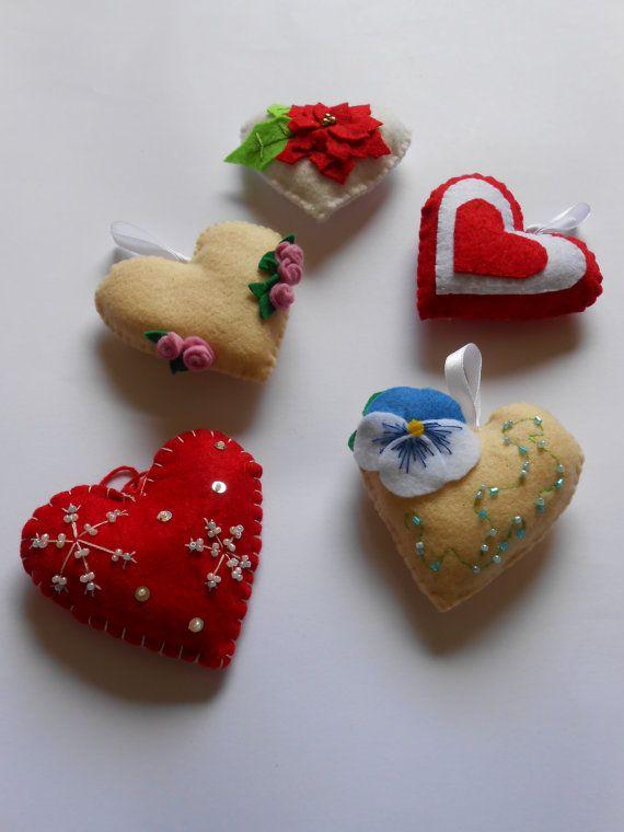 5 cuori decorativi in feltro a forma di cuore di BlueBupCreations, €17.00