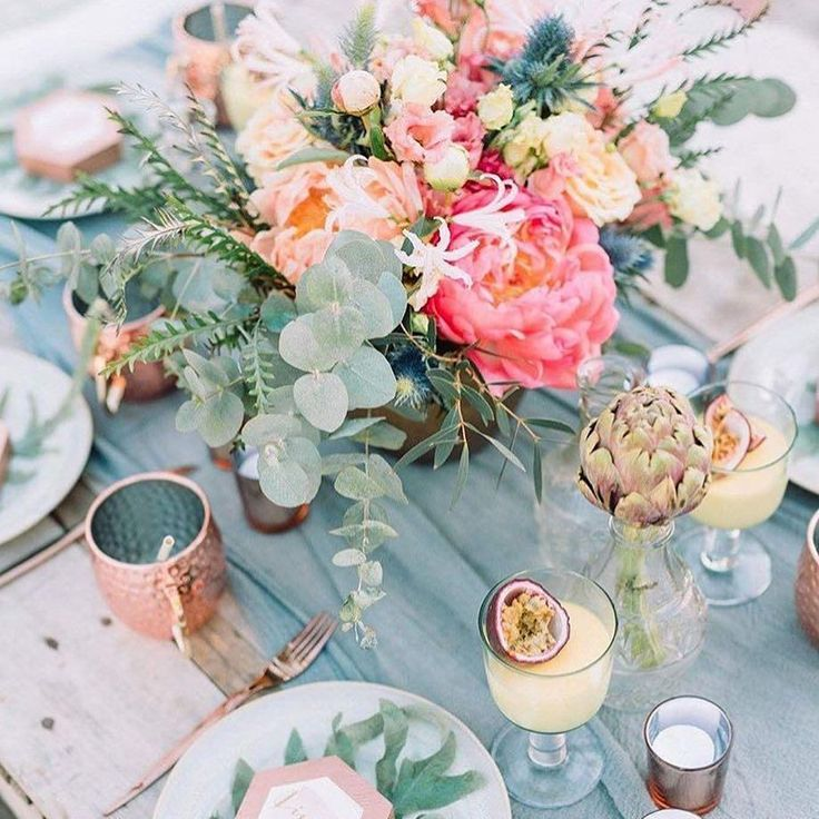 One of the keys to make extraordinary table set up ️ is to choose right colour combination. In this case, pop of pink brighten up maritime blue and gives the table message of romance Perfect touch of tropics by @emeseszakacs via @tablescapes_