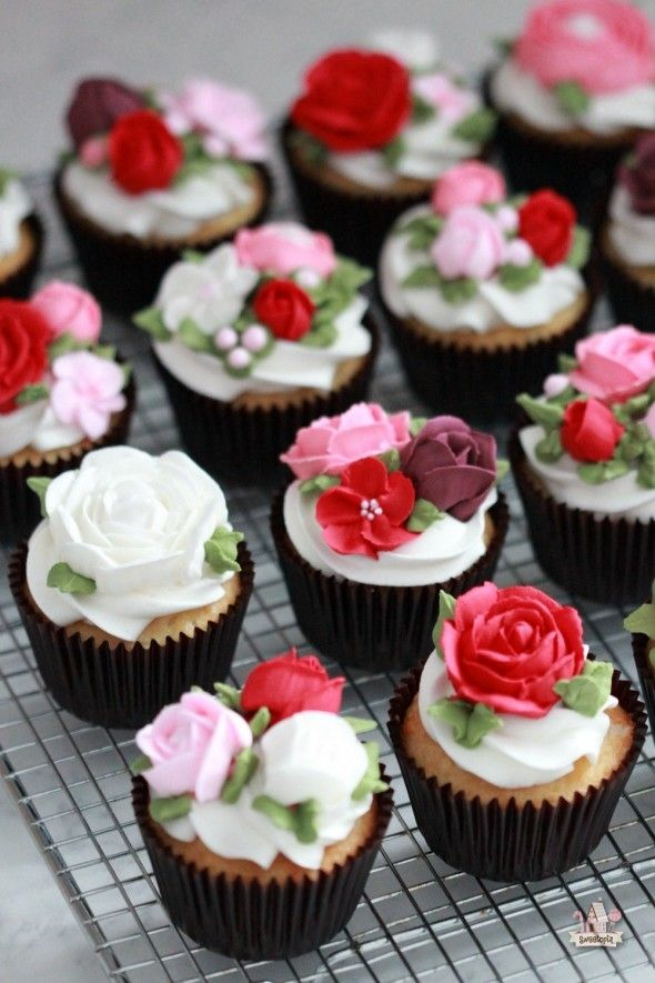 Gorgeous buttercream flower cupcakes from Sweetopia (the cupcake recipe is lactose-free).