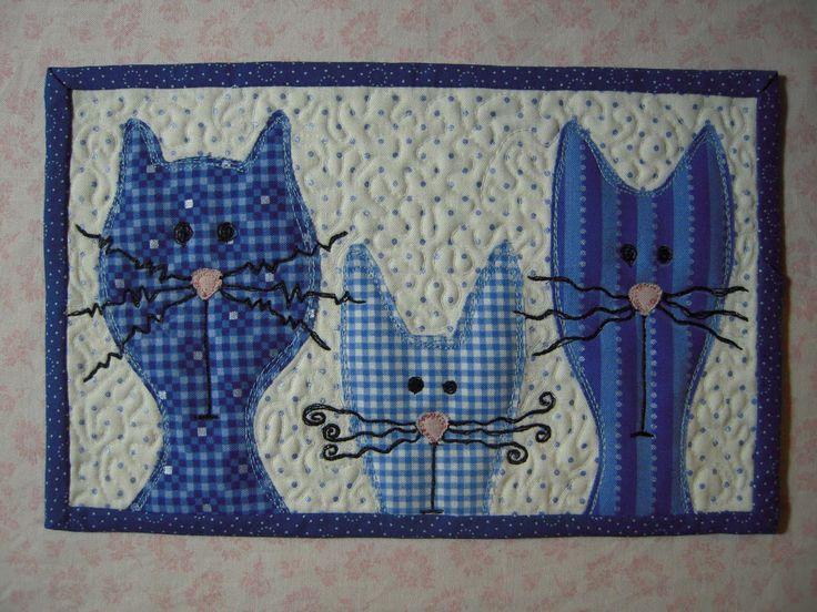 http://lekaquilt.blogspot.sk/p/lenas-mug-rug.html