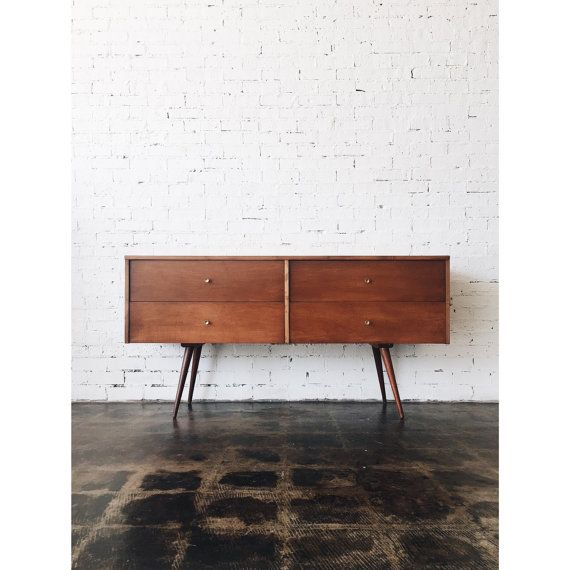 Stunning mid century credenza by the very well known Paul McCobb from the Planner Group series. This is one of the rarest pieces from this series and