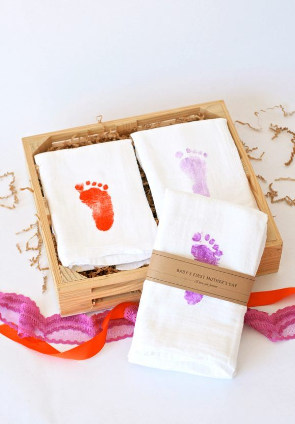 Mother's Day Gift Idea - Baby's Footprint Hand Towels withe free printable gift band from PagingSupermom.com #mothersday