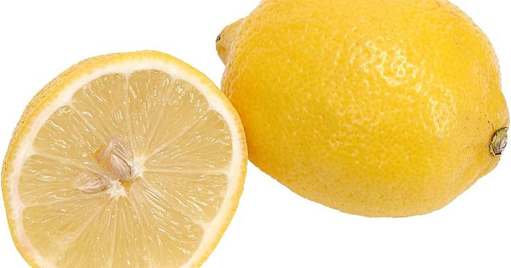 Cómo hacer un martini con limón perfecto . Los martinis con limón existen para los bebedores que no le temen a un poco de acidez. Combinando diferentes sabores cítricos, este cóctel invoca el sabor de los dulces de limón, dándoles un giro adulto a las golosinas favoritas de la niñez. Es un cóctel que encaja tanto en la hora feliz como al final de la noche y es adecuado para aquellos que ...
