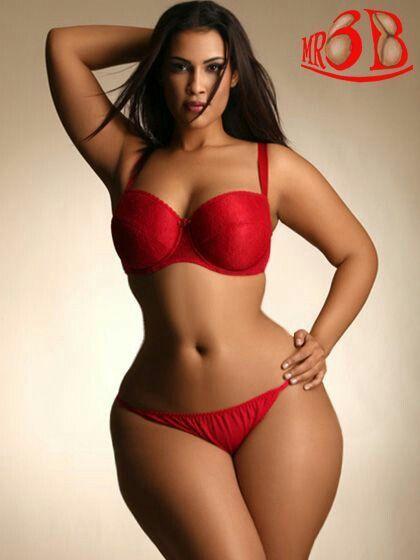 Negra voluptuosa de colombia mostrandose desnuda en el web 4