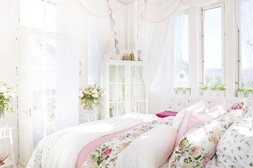 Pink, white, & green. Oh so feminine! Crisp cottage bedroom.