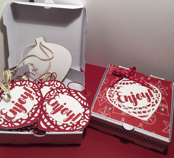 I am loving these little pizza boxes as they make it so easy to make a little gift.  I used my favourite ornament thinlits which I bought la...