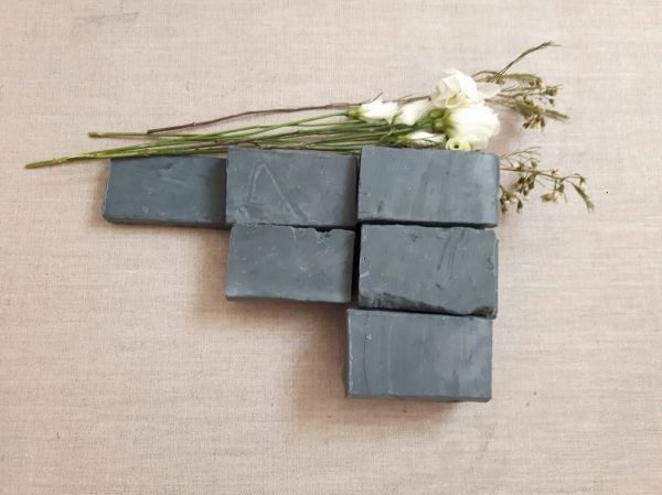 Charcoal Blaze is a 100% Olive oil soap base, known as Castile soap, adorned with activated carbon. Charcoal, with its absorbent, antimicrobial and antiseptic properties, plays...
