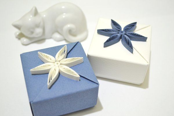 2_blue_and_white_origami_gift_boxes_by_reversecascade-d5n5s3b.jpg (600×400)