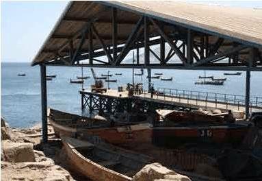La caleta principalmente, es el lugar de abastecimiento y el lugar de trabajo de la mayoría de las personas que viven en Pisagua, lo hacen a travez de los botes que recorren el mar día tras día.