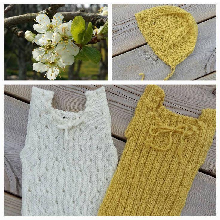 Hillevi-lue fra Nøstestrikk nr. 5. Den gule trøyen er en klassisk Nøstebarn-oppskrift. Den hvite er den samme trøyen, men med et koselig hullmønster istedenfor ribb. | Nøstebarn