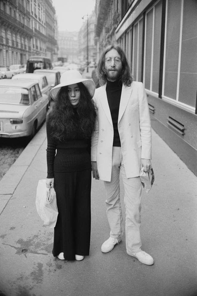 John Yoko In Paris For Their Honeymoon France 23rd March 1969 Reg Lancaster John Lennon And Yoko John Lennon Yoko Ono John Lennon Beatles