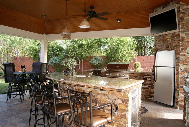 Outdoor Kitchen with a full-size fridge in Cinco Ranch Katy | Dine ...