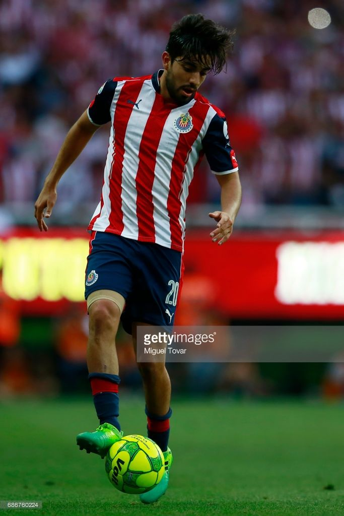 Rodolfo Pizarro of Chivas drives the ball during the semi final second leg match between Chivas and Toluca as part of the Torneo Clausura 2017 Liga MX at Chivas Diez Stadium on May 21, 2017 in Zapopan, Mexico.