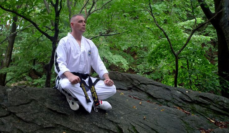 Balance of Mind and Body through TaeKwonDo – In my early 30s, I learned TaeKwonDo, a Korean martial art. Students in my class were all elementary school children except two in middle school and me, the only adult. When my master fastened a white belt around my waist in the first class, I immediately took on a beginner's mindset. I spent most of my life at a desk. It would be better to spend more time in nature ― a vegetable garden, a forest or the sea. Since childhood, I loved... ...코리아바카라