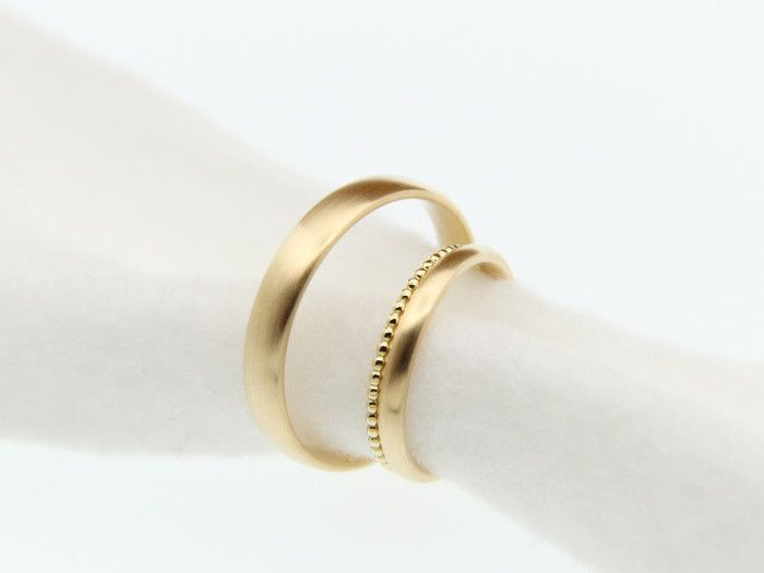 Eheringe - Trauringe Eheringe oval in Gold mit Kügelchenring - ein Designerstück von JuliaSchaefer bei DaWanda