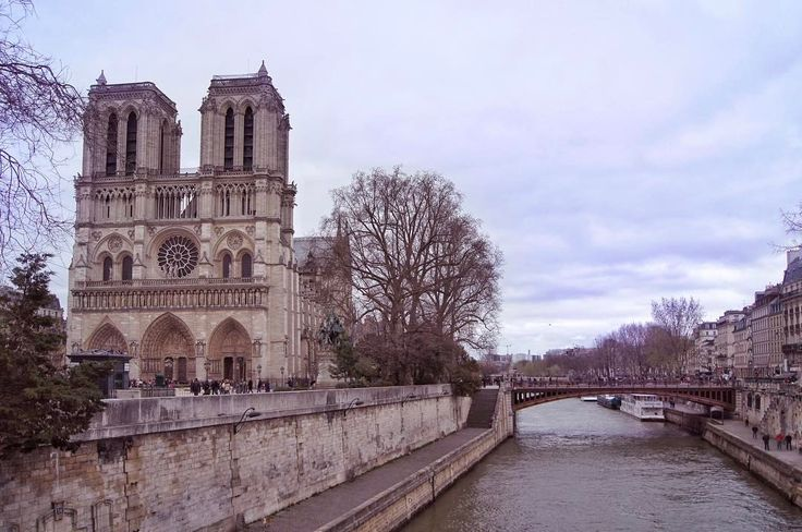 Beautiful Notre Dame 🏰 🔔 ⠀ •••••••••••••⠀ I put at new video out on YouTube from my weekend in Paris. Go check it out 😊