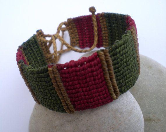 Macrame bracelet for women. Macrame bracelet in christmas colors. Adjustable bracelet.