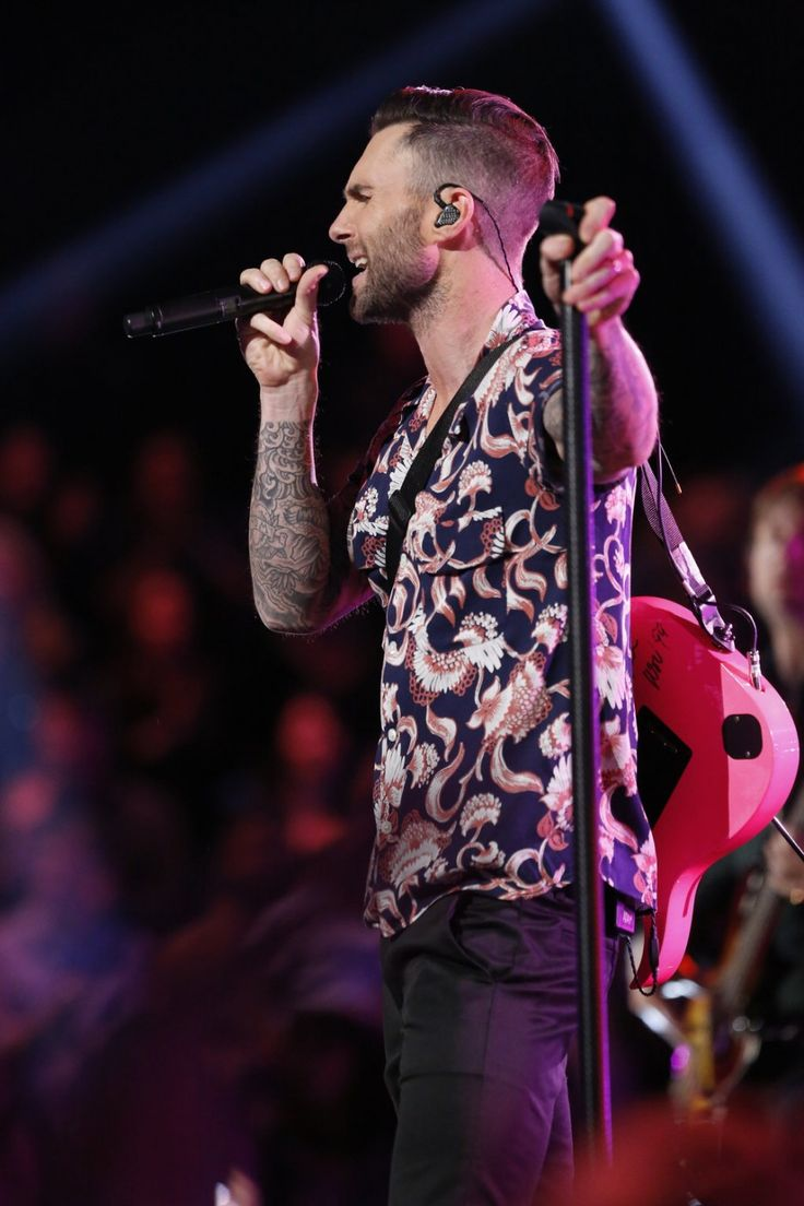 ADAM LEVINE PERFORMS IN LEVI'S HAWAIIAN SHIRT ON 'THE VOICE'