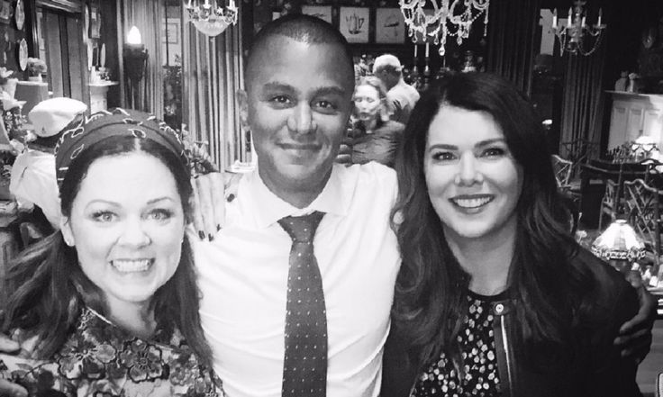 'Gilmore Girls' Revival Reunion Just Happened! Sookie, Michel Enjoyed Greece Together