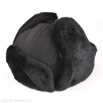Ciepła czapka z charakterystycznymi nausznikami. Znana była pod nazwami: czapka uszatka oraz papacha.