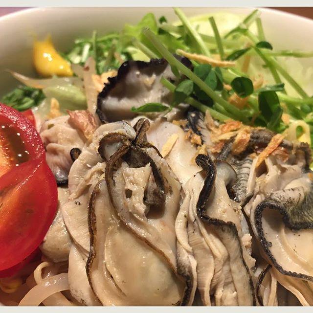 """2016/10/30 17:01:37 itadaki.soup.harusame 贅沢サラダ… 毎度ありがとうございます!頂マーラータンです☆ 先日に引き続き今回も海鮮物の料理です(^ ^) """"絶品牡蠣のサラダ"""" ボイルしたプリプリの牡蠣☆素材の味を堪能できるよう醤油ベースのあっさりとしたドレッシングで頂きます😋 アクセントのからしが味の変化を楽しませてくれます(^ー^)ノ 頂マーラータンでは ★☆各種パーティー承っております☆★ ★☆Wi-Fi利用可能です☆★ ★☆テイクアウト出来ます☆★ #頂マーラータン #七宝 #新宿 #新大久保 #魯肉飯 #グローブ座 #薬膳 #漢方 #コラーゲン #春雨 #美容 #中野 #ヘルシー #麻辣湯 #火鍋 #スッポン #担々麺 #健康 #マーラータン #高田馬場 #ランチ #ダイエット #池袋 #WiFi完備 #ディナー #パクチー #牡蠣 #サラダ 頂マーラータン #健康"""