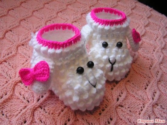 Our member Jules has created a free pattern in English for these popular Crochet Lamb Booties with photos and step by step instructions. Get your hook out!