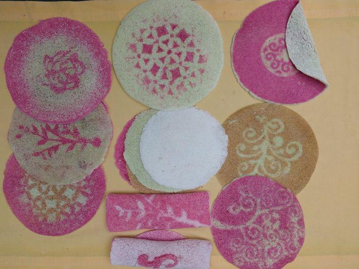 Tapioca colorida é fácil de fazer e eu já mostrei aqui inúmeras vezes. É só hidratar o polvilho doce com um líquido colorido - pode ser ...