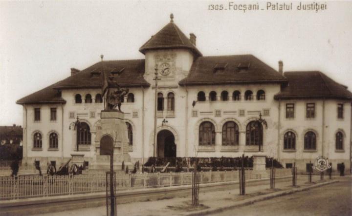 Focsani - Palatul Justitiei (Tribunlalul) intr-o vedere de la 1930 editata de librarul focsanean Gh. D. Mircea