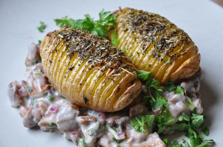 Dieses leckere Herbstgericht reichen wir heute bei einem Rezeptwettbewerb ein. Bitte drückt uns ganz, ganz fest die Daumen… Zutaten für 2 Personen: 4 Kartoffeln (ca. 500 g) 25 g Margarine (z.…