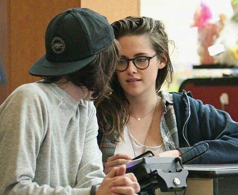 Kristen Stewart & Girlfriend: The Body Language Behind the Happiness | moviepilot.com