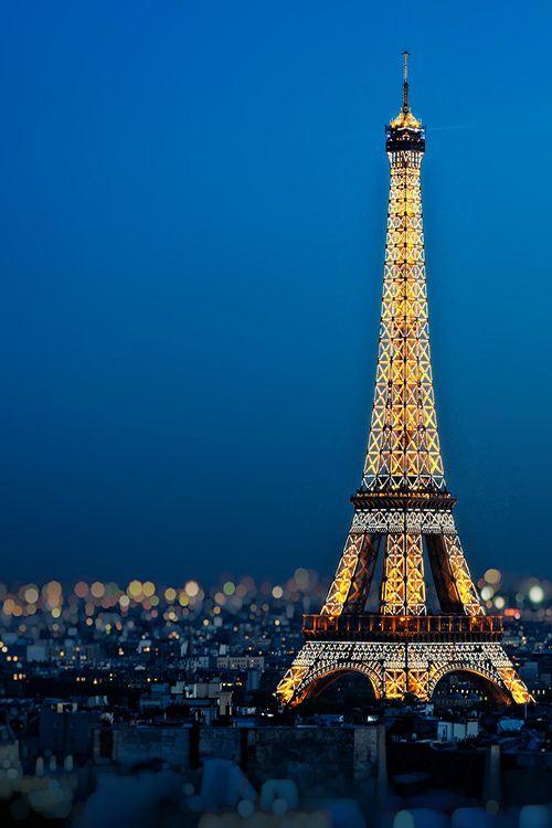 Eiffel tower night illumination