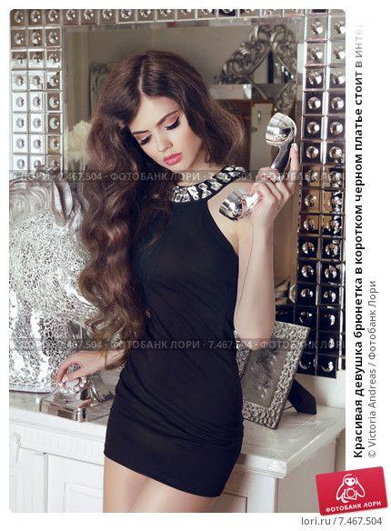 Фото брюнеток с боку в платье