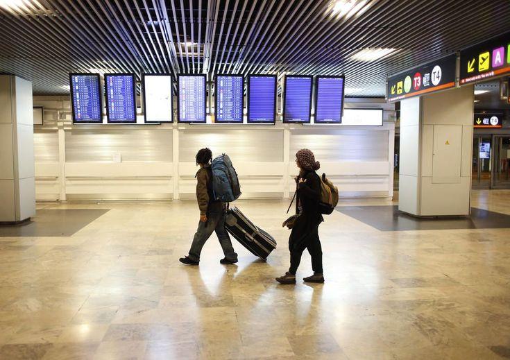 Aeropuertos: El mejor momento para comprar un billete de avión (y ahorrar lo máximo). Noticias de Alma, Corazón, Vida. Los buscadores de vuelos en internet han revolucionado la forma en la que viajamos, pero para comprar las mejores ofertas hay que tener un plan