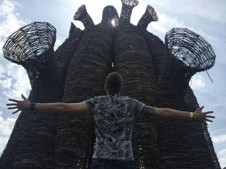 Надеюсь и ваши выходные прошли отлично!  Для того чтобы быть в тренде создавать изящные изделия нужно постоянно вдохновляться.  А кто лучший вдохновитель художник и скульптор? Конечно же природа!  Гуляю по арт-парку Никола Ленивец.  А что вдохновляет вас? По всем вопросам: 8(926)4208481 dorofey_brychov@mail.ru http://ift.tt/21WHU0w  #мебельизмассива #лофт #дизайнпроект #loft #мебельизслэбов #wood #слэб #loftdesign #дизайнинтерьера #slab #эко #woodwork #eco #столярка #design #мебельназаказ…